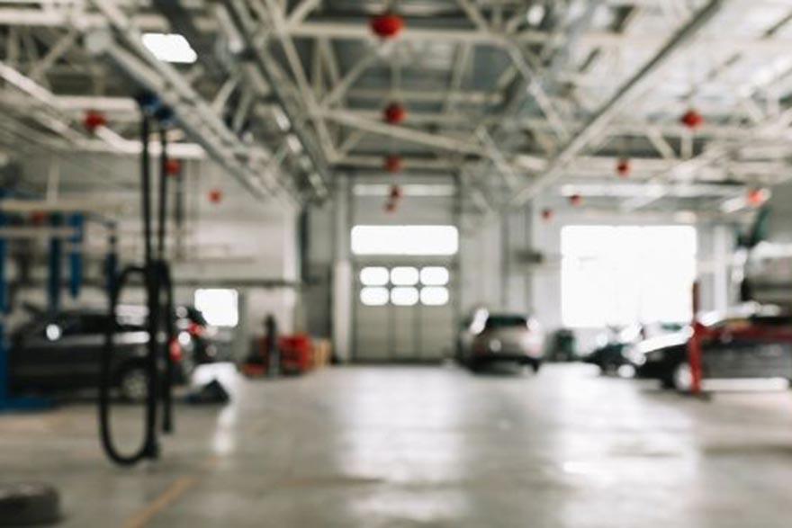 Interior de un taller de coches